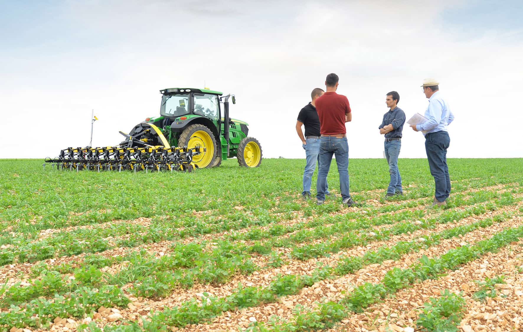 Field trys with machines, rotary and row hoes. User coaching